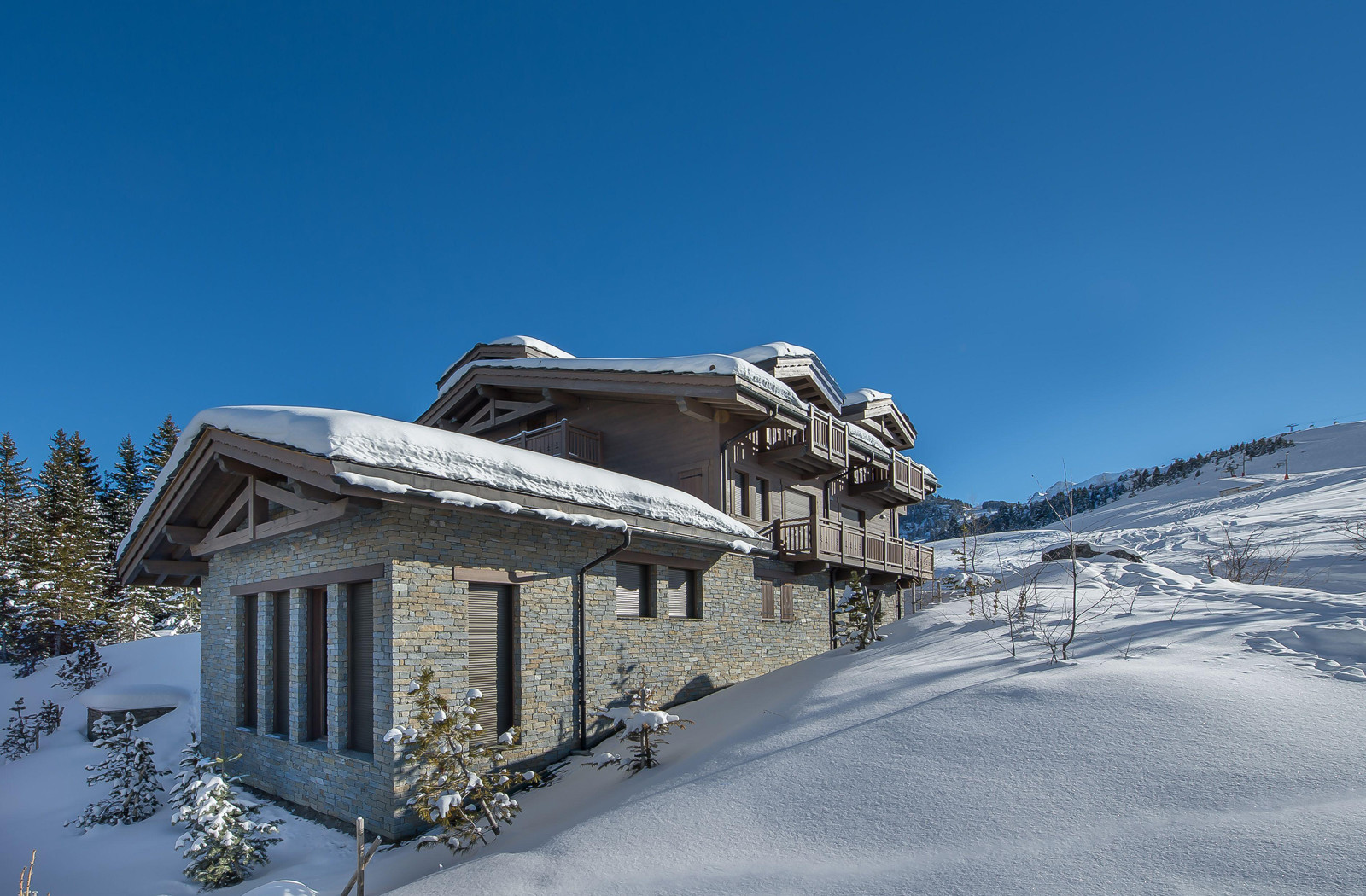 CHALET ON THE SLOPES IN COURCHEVEL | Kingsavenue.com
