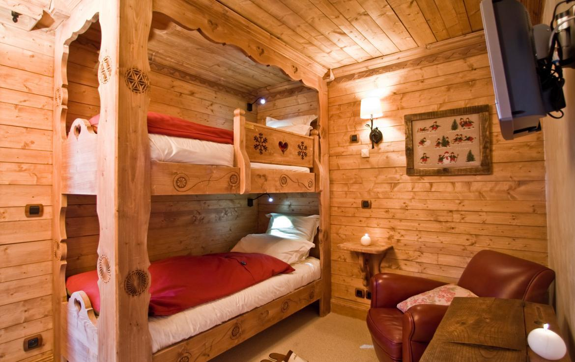 Kings-avenue-courchevel-sauna-childfriendly-parking-boot-heaters-fireplace-ski-in-ski-out-terrace-mountain-views-area-courchevel-032-11