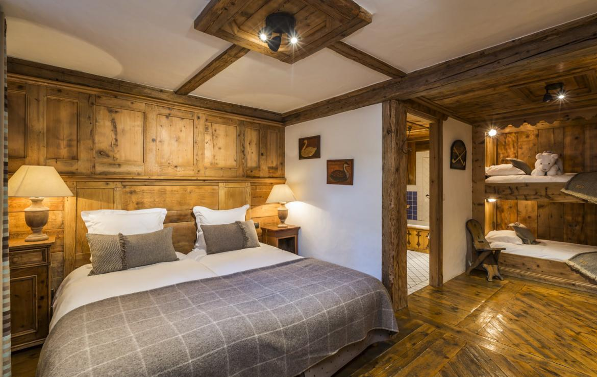Kings-avenue-courchevel-sauna-hammam-swimming-pool-childfriendly-parking-boot-heaters-fireplace-mezzanine-tv-videos-area-courchevel-025-21