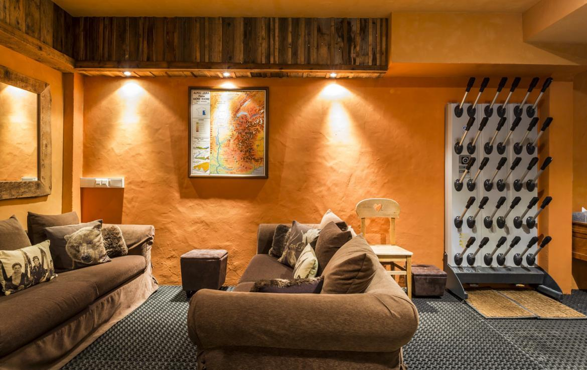 Kings-avenue-courchevel-sauna-hammam-swimming-pool-childfriendly-parking-boot-heaters-fireplace-mezzanine-tv-videos-area-courchevel-025-24