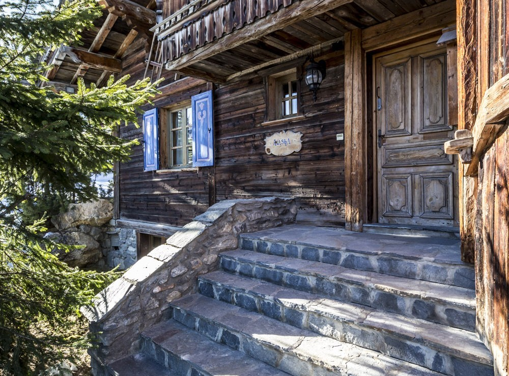 Kings-avenue-courchevel-sauna-hammam-swimming-pool-childfriendly-parking-boot-heaters-fireplace-mezzanine-tv-videos-area-courchevel-025-3