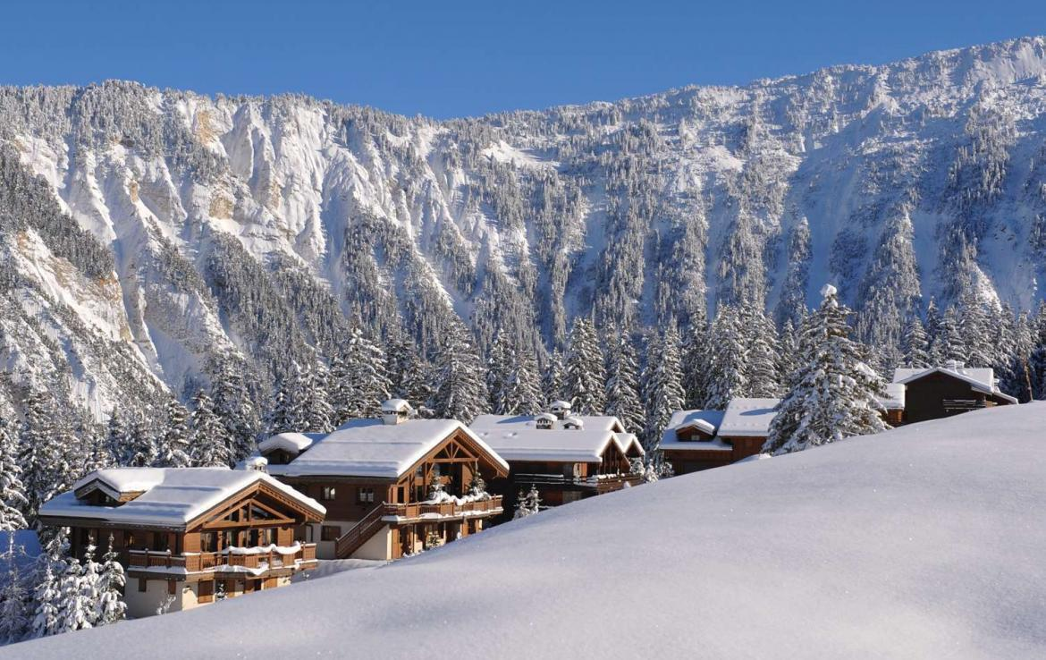 Kings-avenue-courchevel-sauna-jacuzzi-childfriendly-parking-boot-heaters-fireplace-ski-in-ski-out-kids-playroom-wine-cellar-balconies-terrace-courchevel-moriond-005