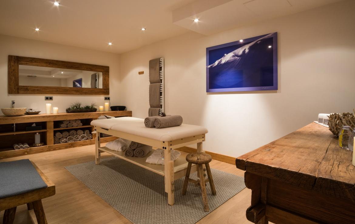 Kings-avenue-courchevel-sauna-jacuzzi-childfriendly-parking-boot-heaters-fireplace-ski-in-ski-out-kids-playroom-wine-cellar-balconies-terrace-courchevel-moriond-005-16