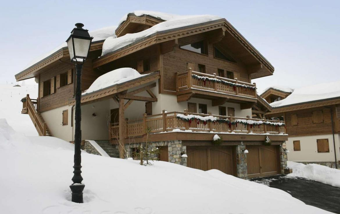 Kings-avenue-courchevel-sauna-jacuzzi-childfriendly-parking-boot-heaters-fireplace-ski-in-ski-out-kids-playroom-wine-cellar-balconies-terrace-courchevel-moriond-005-17