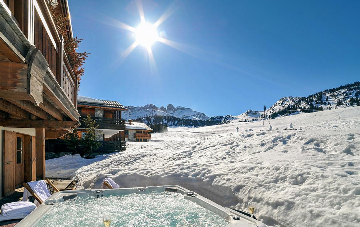 Kings-avenue-courchevel-sauna-jacuzzi-childfriendly-parking-boot-heaters-fireplace-ski-in-ski-out-kids-playroom-wine-cellar-balconies-terrace-courchevel-moriond-005-2