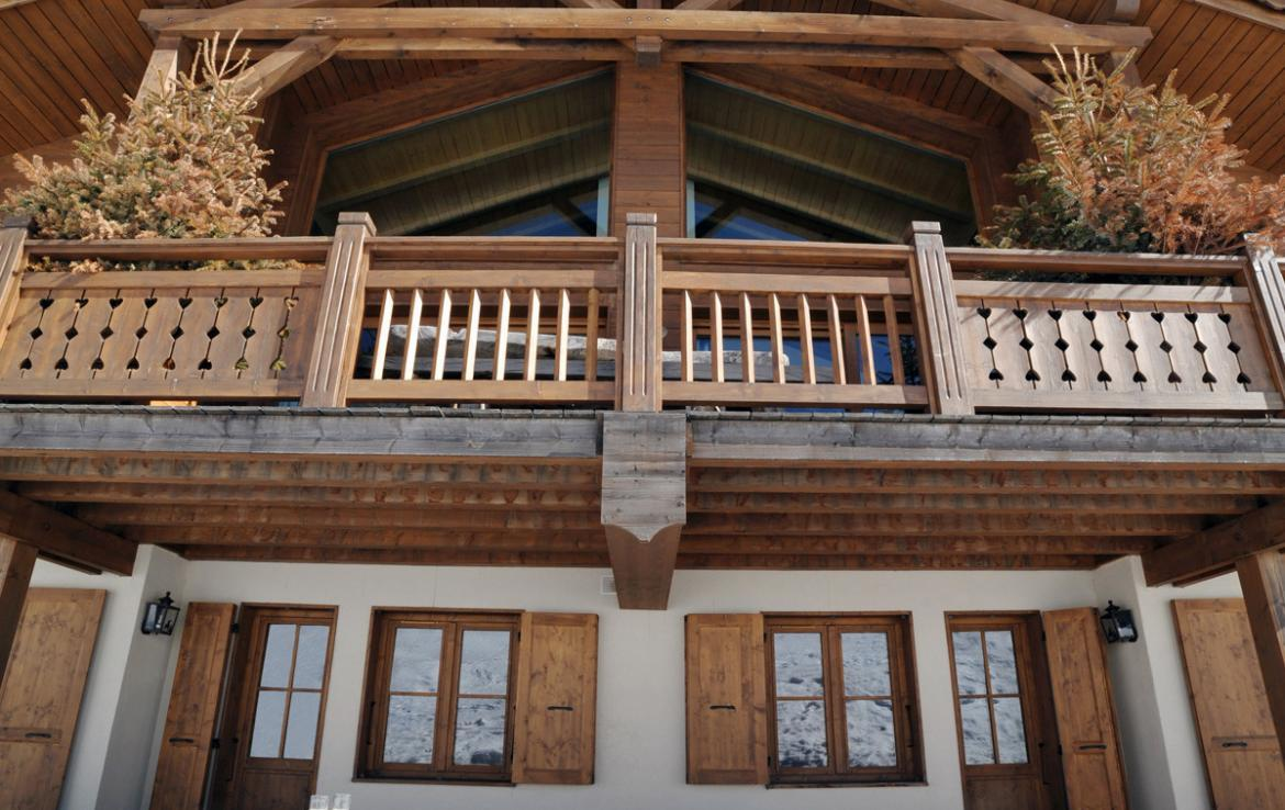 Kings-avenue-courchevel-sauna-jacuzzi-childfriendly-parking-boot-heaters-fireplace-ski-in-ski-out-kids-playroom-wine-cellar-balconies-terrace-courchevel-moriond-005-3