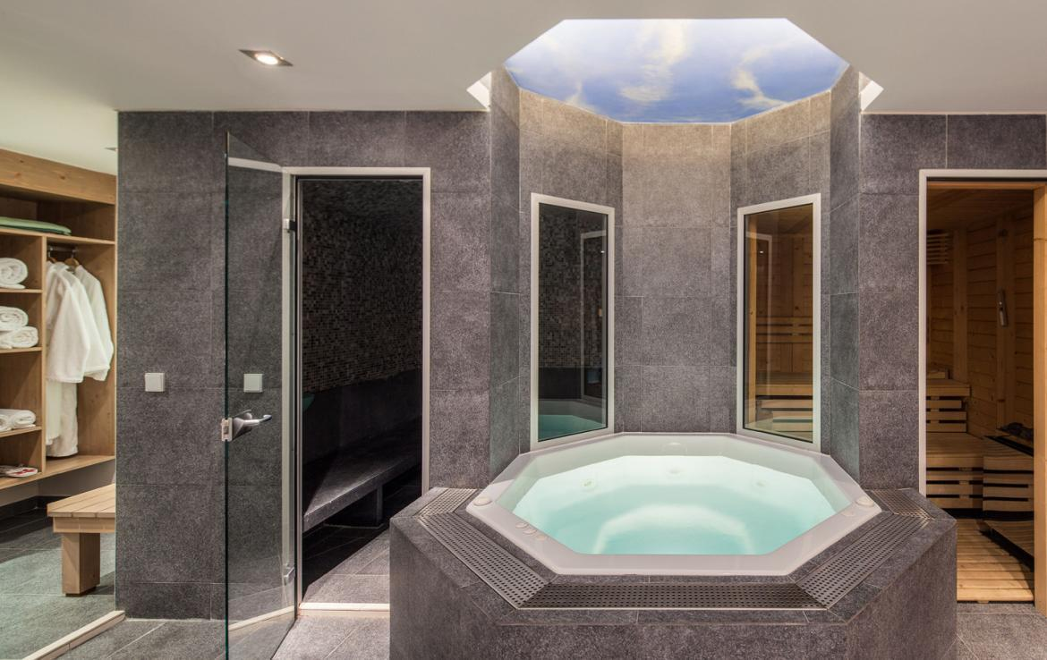 Kings-avenue-courchevel-sauna-jacuzzi-hammam-childfriendly-parking-cinema-gym-boot-heaters-fireplace-ski-in-ski-out-area-courchevel-013-10