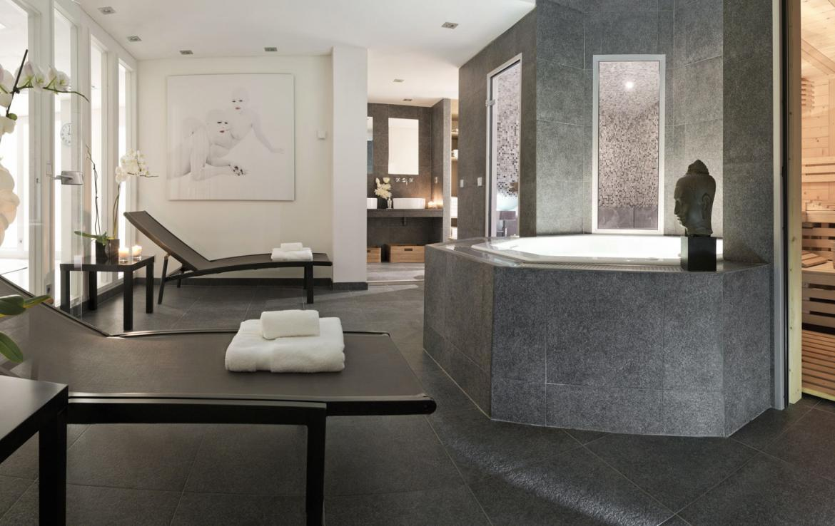 Kings-avenue-courchevel-sauna-jacuzzi-hammam-childfriendly-parking-cinema-gym-boot-heaters-fireplace-ski-in-ski-out-area-courchevel-013-11