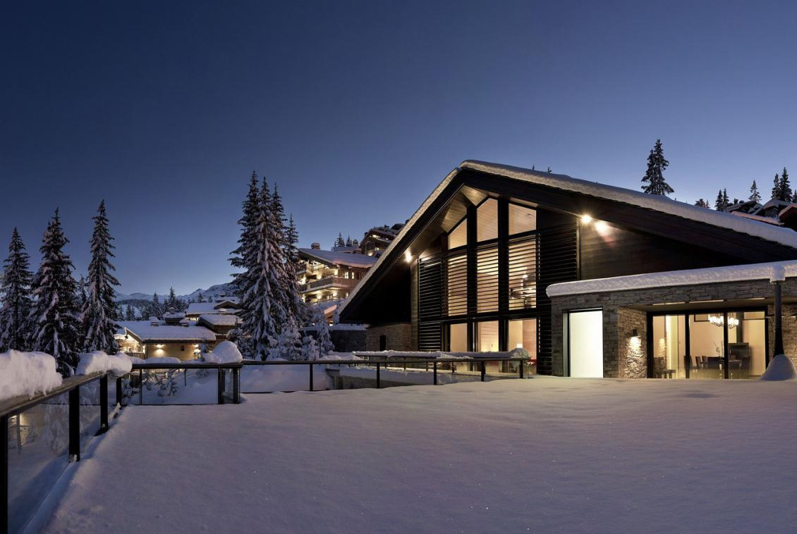 Kings-avenue-courchevel-sauna-jacuzzi-hammam-childfriendly-parking-cinema-gym-boot-heaters-fireplace-ski-in-ski-out-area-courchevel-013