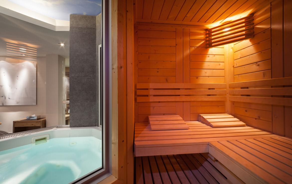 Kings-avenue-courchevel-sauna-jacuzzi-hammam-childfriendly-parking-cinema-gym-boot-heaters-fireplace-ski-in-ski-out-area-courchevel-013-12