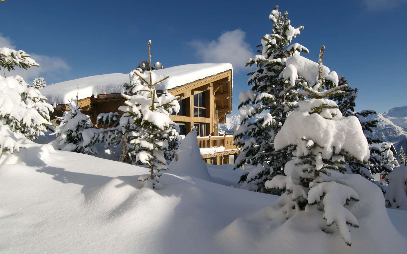 Kings-avenue-courchevel-sauna-jacuzzi-hammam-childfriendly-parking-games-room-billiard-gym-boot-heaters-fireplace-lift-massage-room-area-courchevel-028