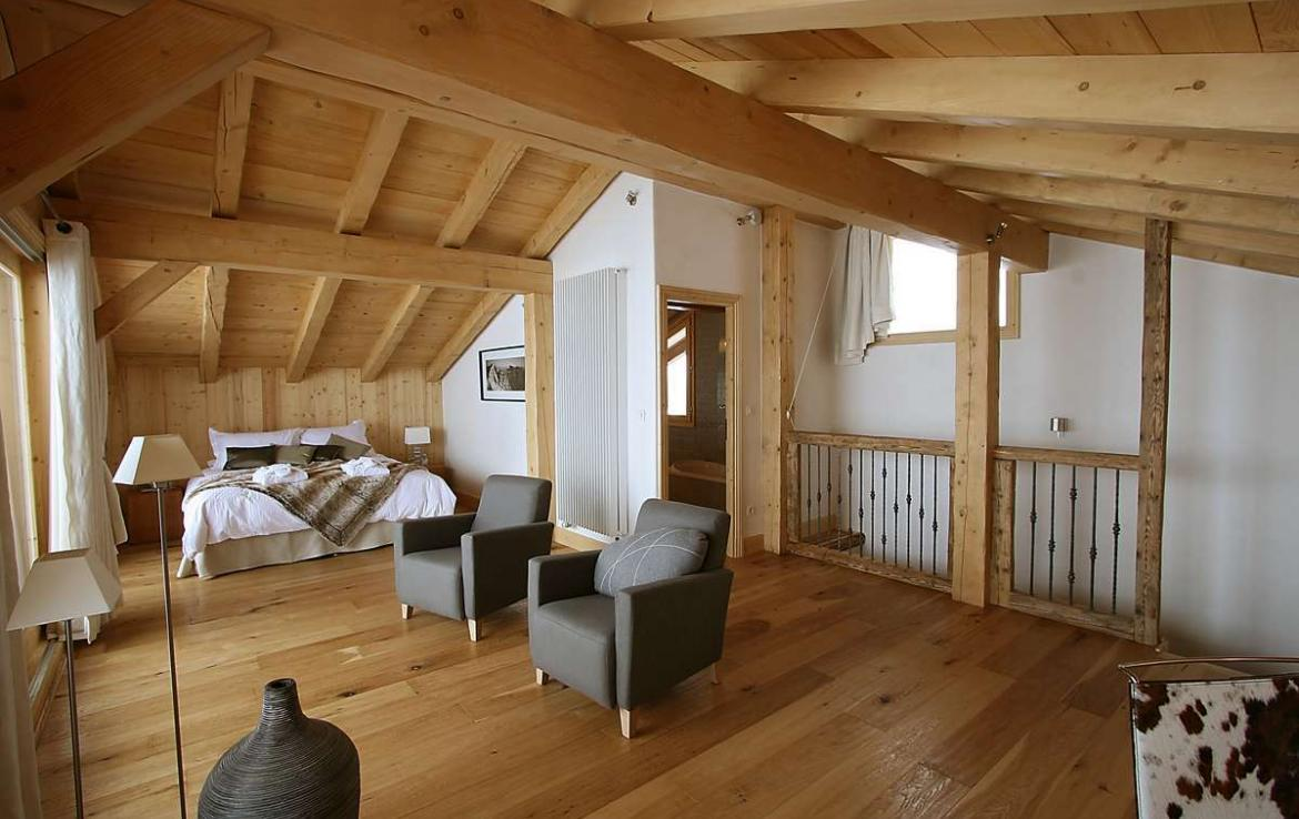 Kings-avenue-courchevel-sauna-jacuzzi-hammam-childfriendly-parking-kids-playroom-boot-heaters-fireplace-ski-in-ski-out-cinema-bar-massage-area-courchevel-004-11