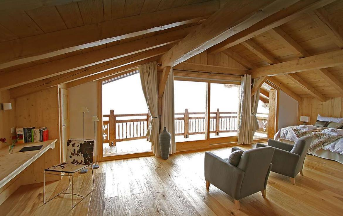 Kings-avenue-courchevel-sauna-jacuzzi-hammam-childfriendly-parking-kids-playroom-boot-heaters-fireplace-ski-in-ski-out-cinema-bar-massage-area-courchevel-004-12