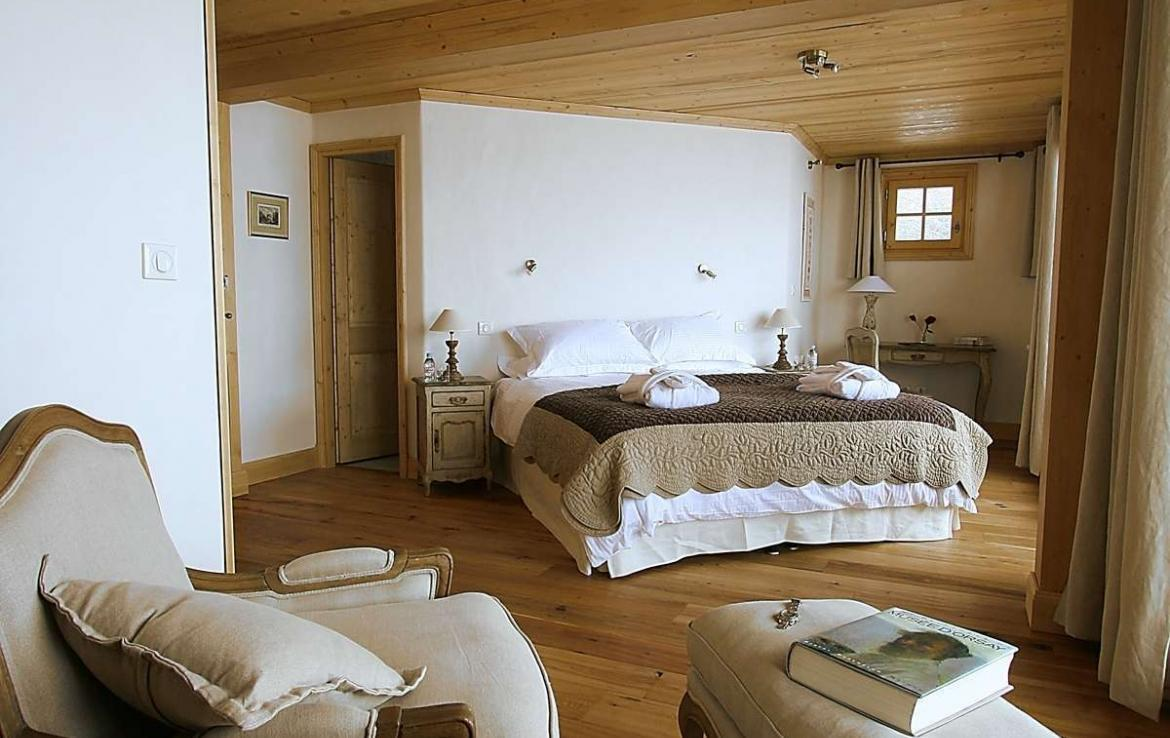 Kings-avenue-courchevel-sauna-jacuzzi-hammam-childfriendly-parking-kids-playroom-boot-heaters-fireplace-ski-in-ski-out-cinema-bar-massage-area-courchevel-004-13