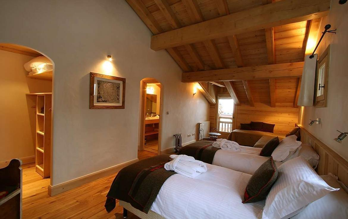 Kings-avenue-courchevel-sauna-jacuzzi-hammam-childfriendly-parking-kids-playroom-boot-heaters-fireplace-ski-in-ski-out-cinema-bar-massage-area-courchevel-004-16