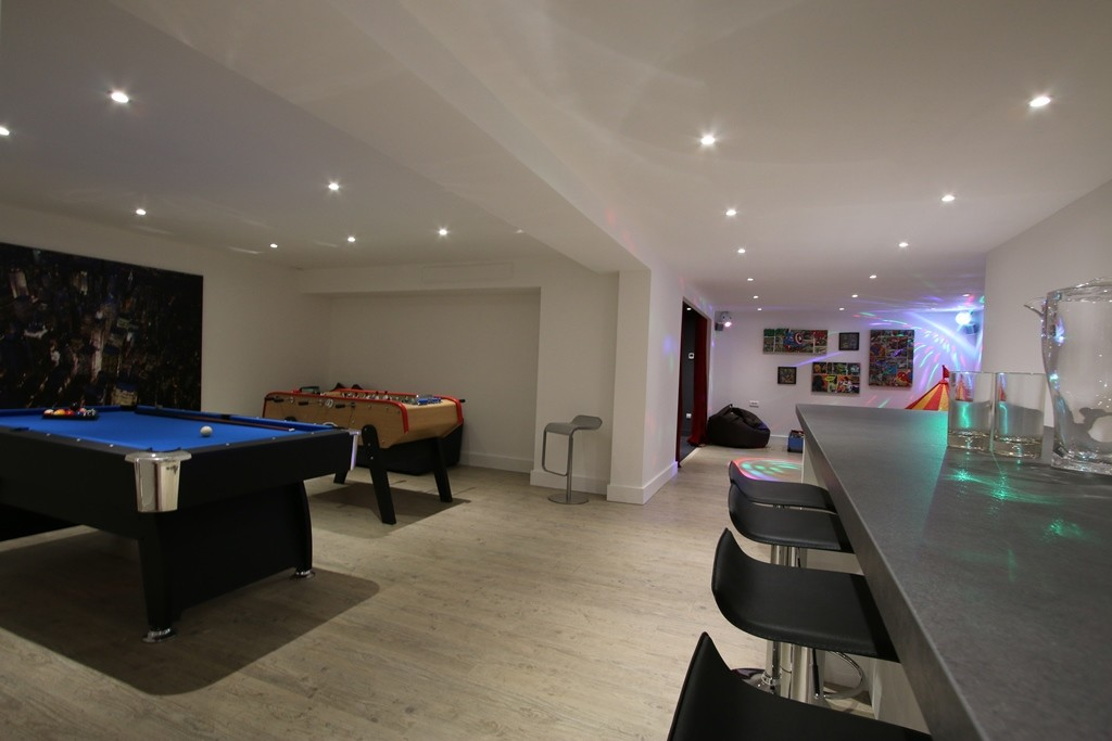 Kings-avenue-courchevel-sauna-jacuzzi-hammam-childfriendly-parking-kids-playroom-boot-heaters-fireplace-ski-in-ski-out-cinema-bar-massage-area-courchevel-004-18