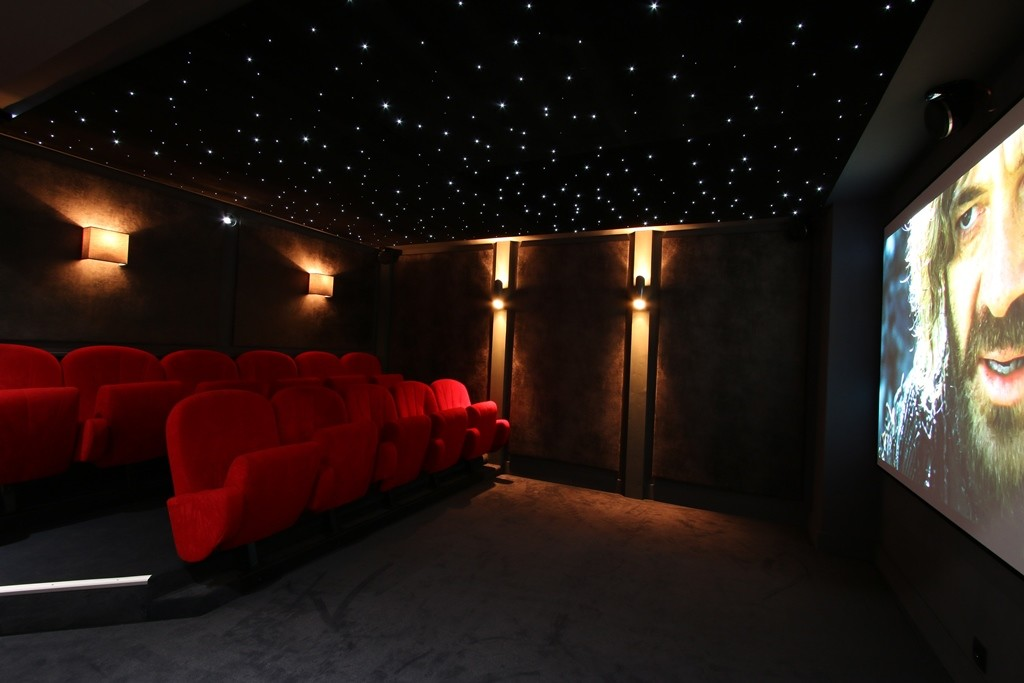 Kings-avenue-courchevel-sauna-jacuzzi-hammam-childfriendly-parking-kids-playroom-boot-heaters-fireplace-ski-in-ski-out-cinema-bar-massage-area-courchevel-004-19