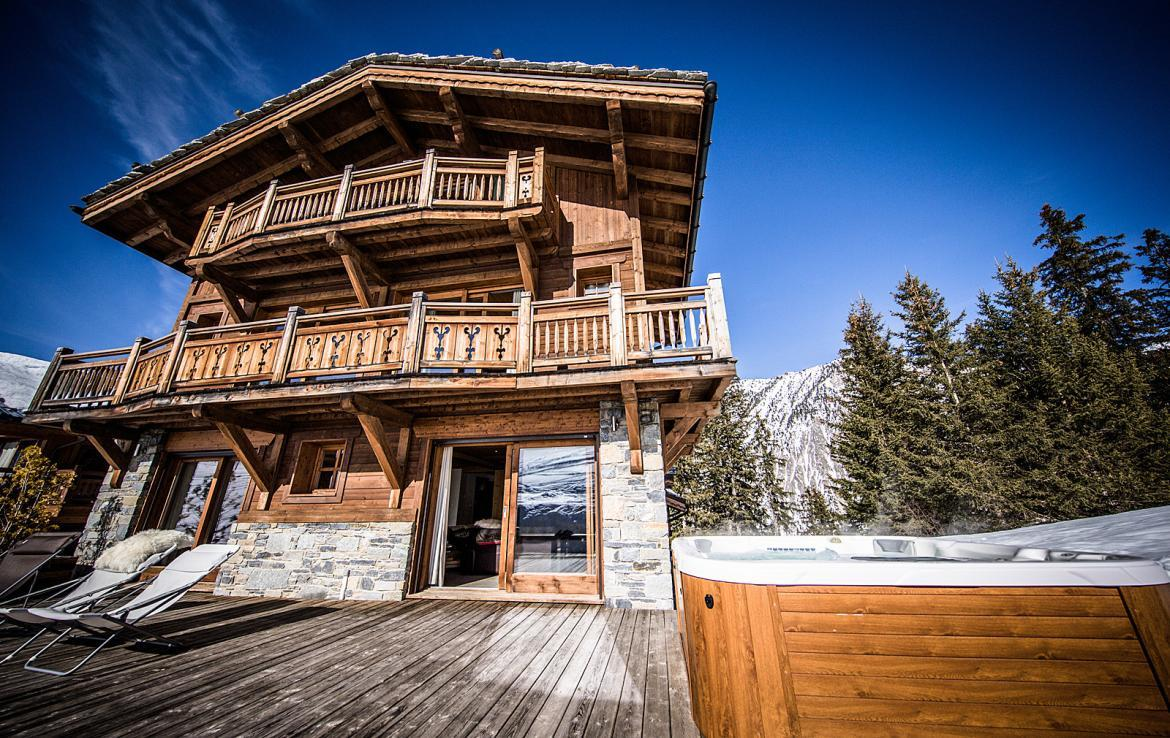 Kings-avenue-courchevel-sauna-jacuzzi-hammam-childfriendly-parking-kids-playroom-boot-heaters-fireplace-ski-in-ski-out-cinema-bar-massage-area-courchevel-004-5