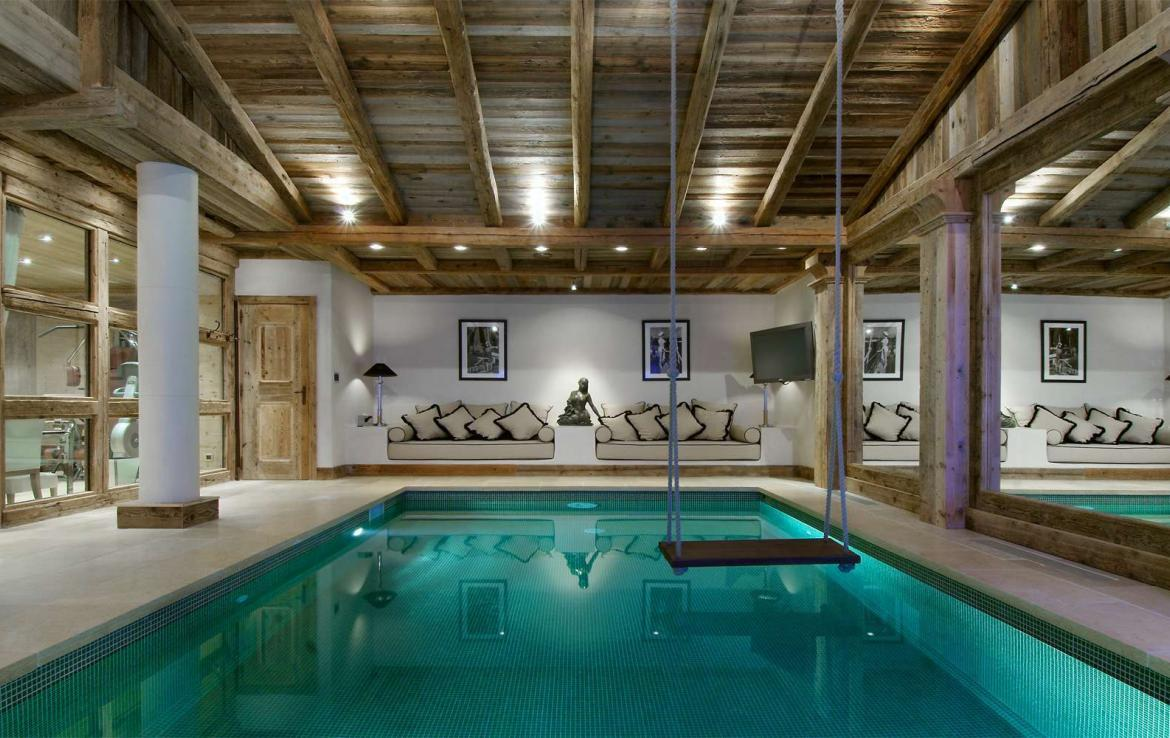 Kings-avenue-courchevel-sauna-jacuzzi-hammam-swimming-pool-childfriendly-parking-cinema-gym-boot-heaters-fireplace-lift-massage-room-area-courchevel-019-12