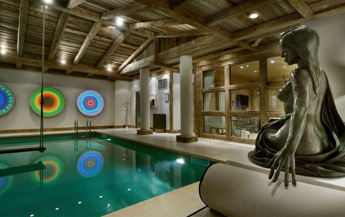 Kings-avenue-courchevel-sauna-jacuzzi-hammam-swimming-pool-childfriendly-parking-cinema-gym-boot-heaters-fireplace-lift-massage-room-area-courchevel-019-13