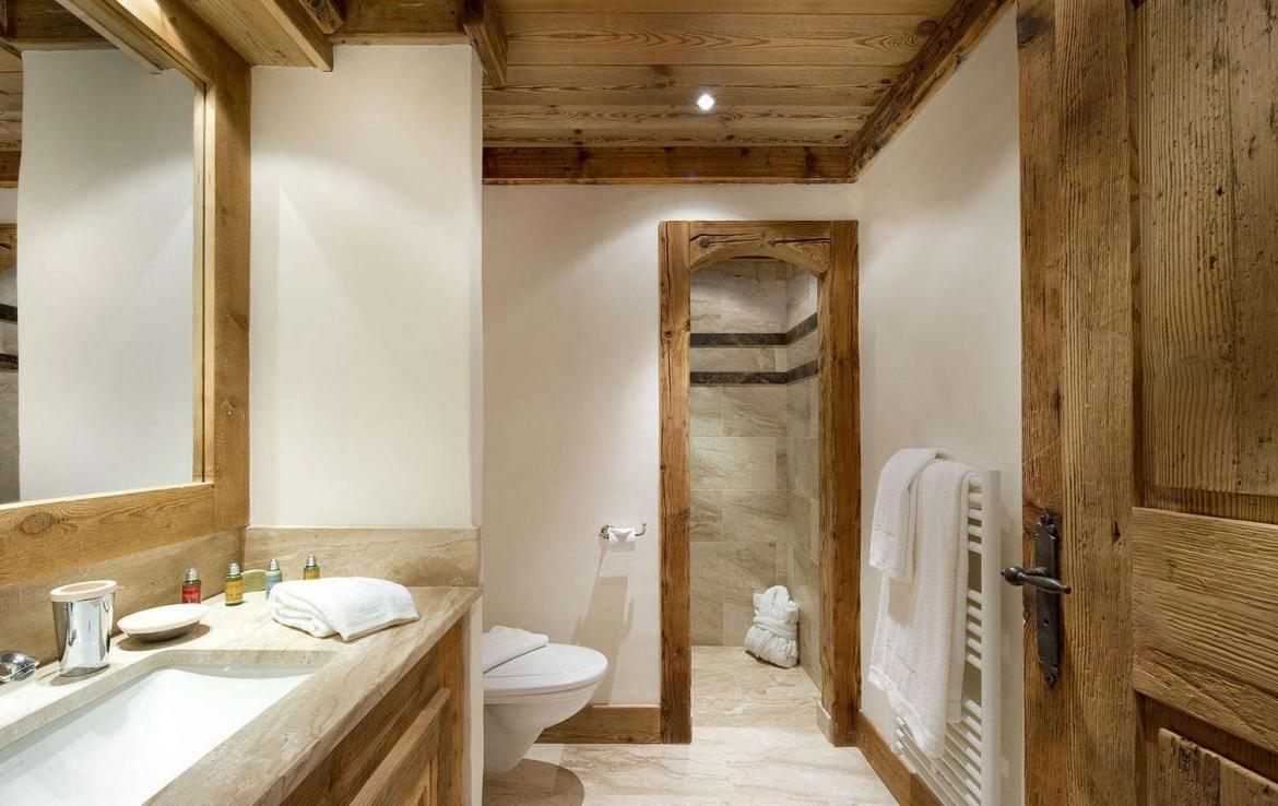 Kings-avenue-courchevel-sauna-jacuzzi-hammam-swimming-pool-childfriendly-parking-cinema-gym-boot-heaters-fireplace-ski-in-ski-out-lift-area-courchevel-021-9