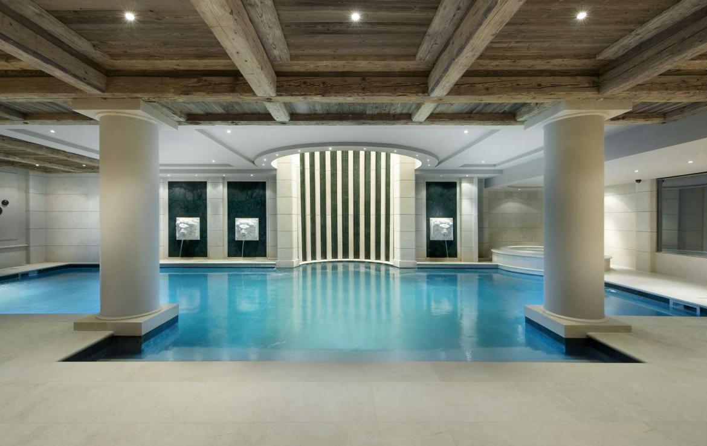 Kings-avenue-courchevel-sauna-jacuzzi-hammam-swimming-pool-childfriendly-parking-cinema-gym-ski-in-ski-out-lift-boot-heaters-nightclub-area-courchevel-001-10