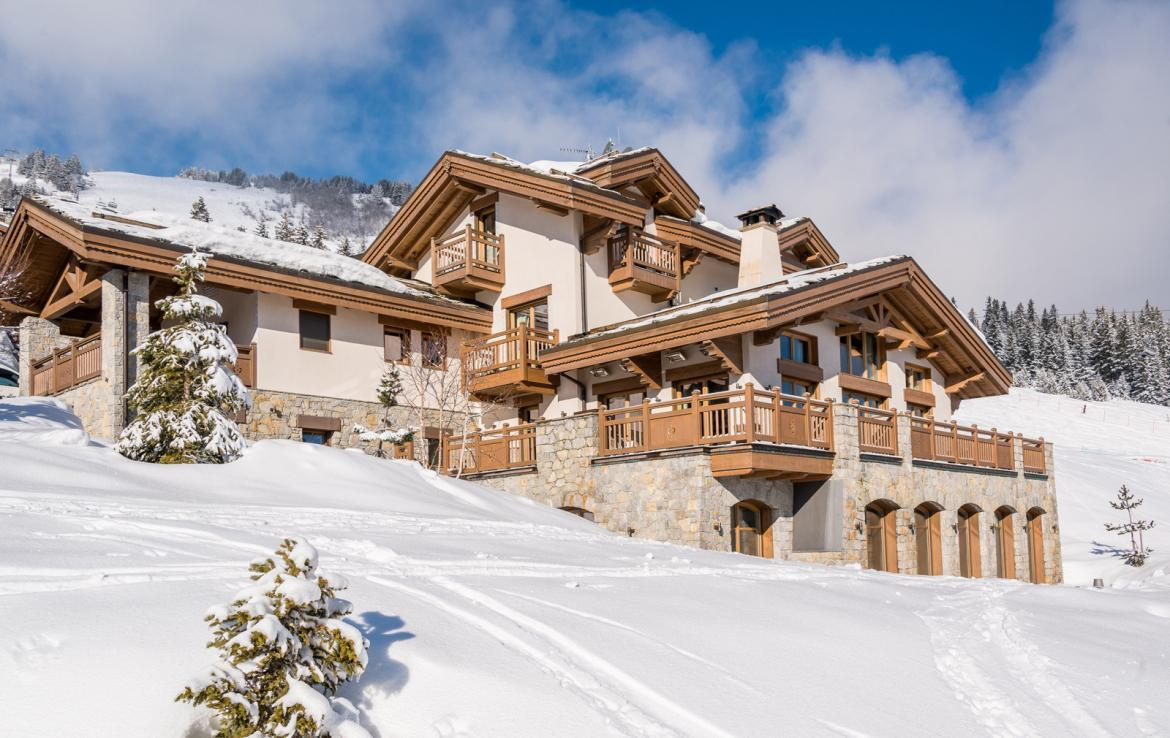 Kings-avenue-courchevel-sauna-jacuzzi-hammam-swimming-pool-childfriendly-parking-gym-boot-heaters-fireplace-ski-in-ski-out-massage-room-terrace-area-courchevel-022