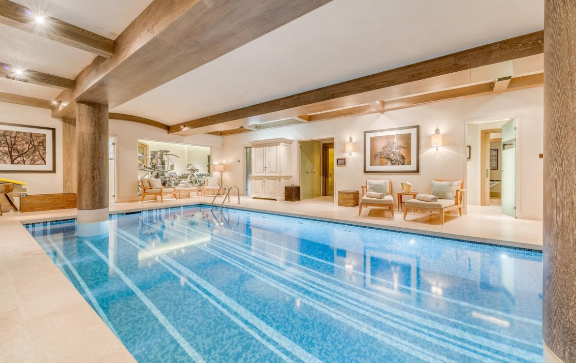 Kings-avenue-courchevel-sauna-jacuzzi-hammam-swimming-pool-childfriendly-parking-gym-boot-heaters-fireplace-ski-in-ski-out-massage-room-terrace-area-courchevel-022-18