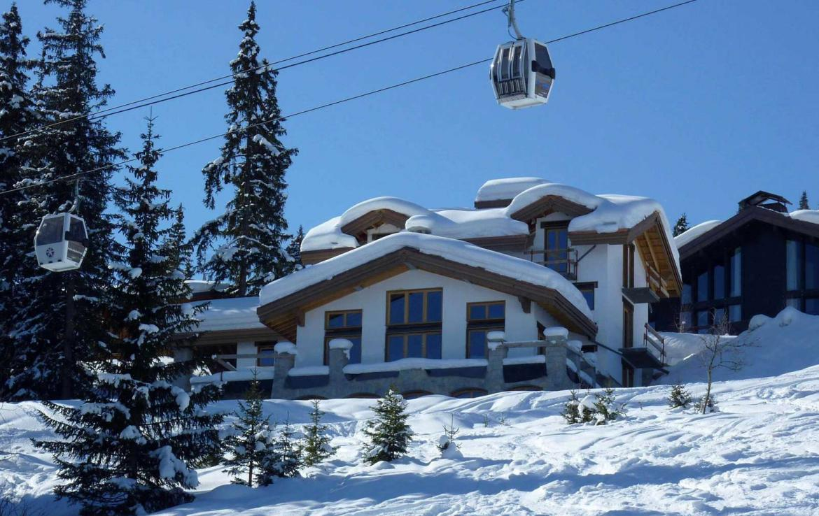 Kings-avenue-courchevel-sauna-jacuzzi-hammam-swimming-pool-childfriendly-parking-gym-boot-heaters-fireplace-ski-in-ski-out-massage-room-terrace-area-courchevel-022-2