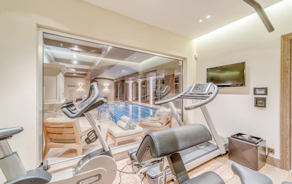 Kings-avenue-courchevel-sauna-jacuzzi-hammam-swimming-pool-childfriendly-parking-gym-boot-heaters-fireplace-ski-in-ski-out-massage-room-terrace-area-courchevel-022-22