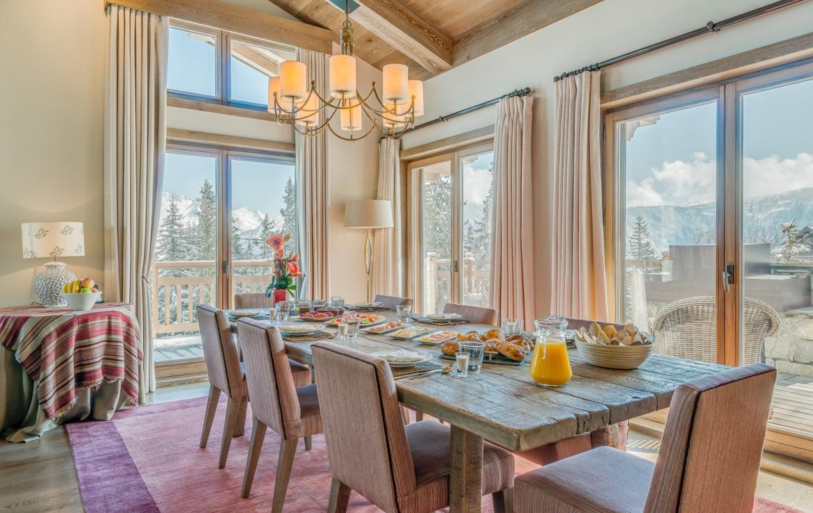 Kings-avenue-courchevel-sauna-jacuzzi-hammam-swimming-pool-childfriendly-parking-gym-boot-heaters-fireplace-ski-in-ski-out-massage-room-terrace-area-courchevel-022-8