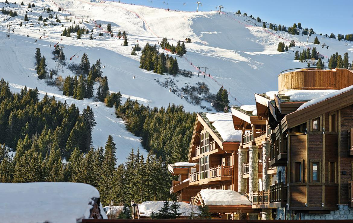 Kings-avenue-courchevel-sauna-jacuzzi-hammam-swimming-pool-childfriendly-parking-kids-playroom-games-room-boot-heaters-fireplace-ski-in-ski-out-area-courchevel-035-2