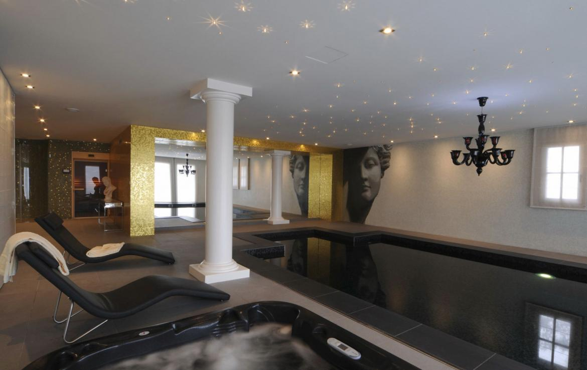 Kings-avenue-courchevel-sauna-jacuzzi-hammam-swimming-pool-covered-parking-fireplace-ski-in-ski-out-area-courchevel-002-10