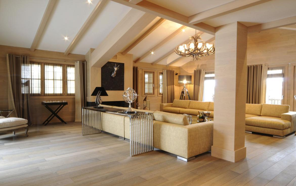 Kings-avenue-courchevel-sauna-jacuzzi-hammam-swimming-pool-covered-parking-fireplace-ski-in-ski-out-area-courchevel-002