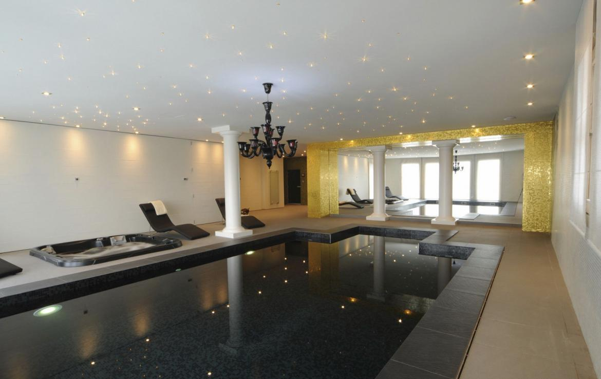 Kings-avenue-courchevel-sauna-jacuzzi-hammam-swimming-pool-covered-parking-fireplace-ski-in-ski-out-area-courchevel-002-12