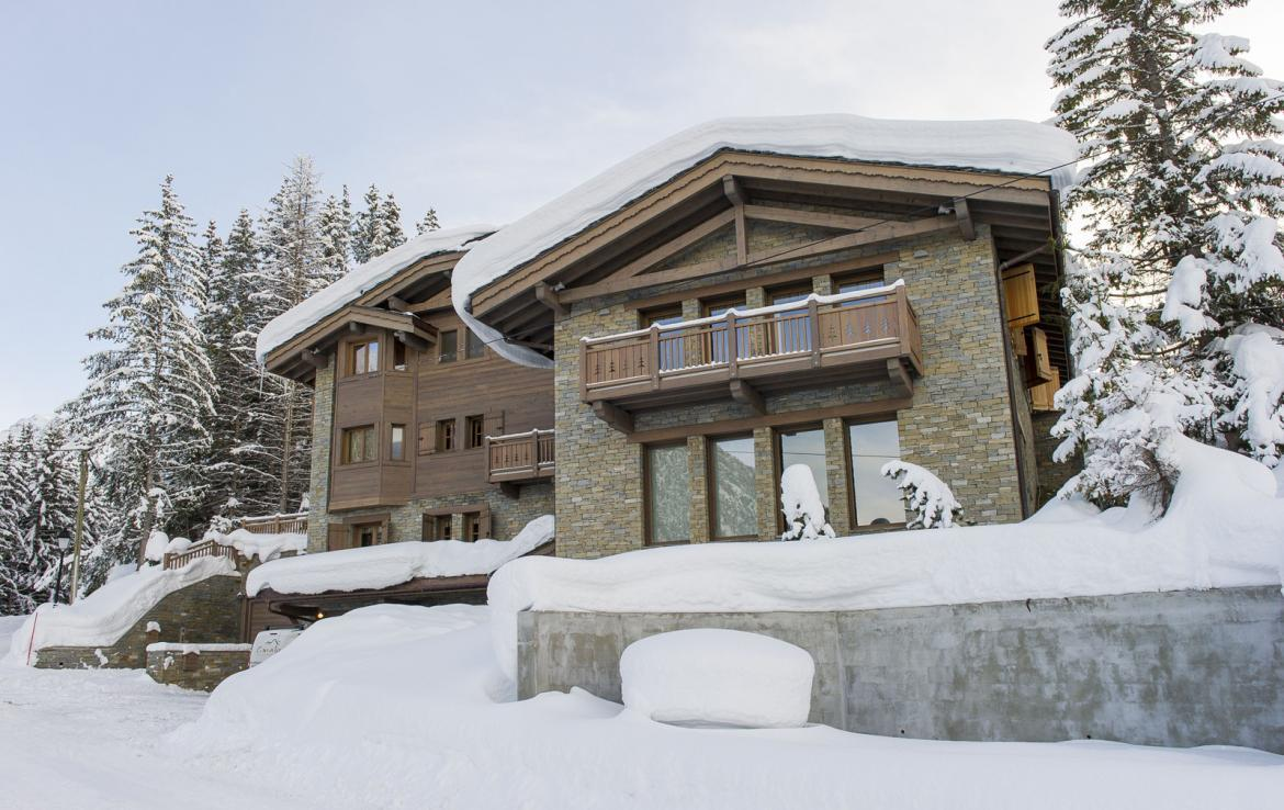 Kings-avenue-courchevel-sauna-jacuzzi-hammam-swimming-pool-covered-parking-fireplace-ski-in-ski-out-area-courchevel-002-3