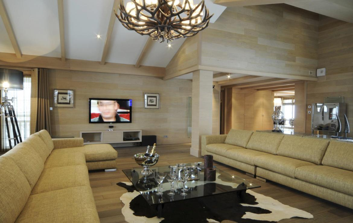 Kings-avenue-courchevel-sauna-jacuzzi-hammam-swimming-pool-covered-parking-fireplace-ski-in-ski-out-area-courchevel-002-5
