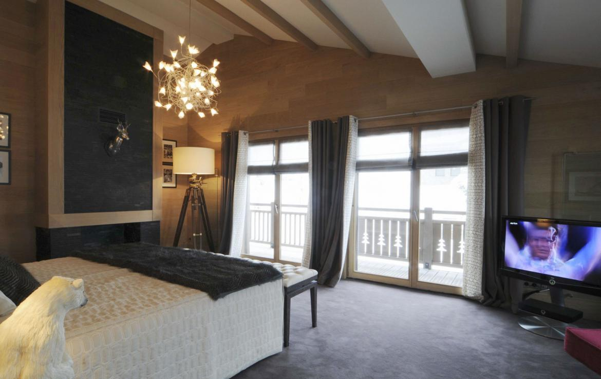 Kings-avenue-courchevel-sauna-jacuzzi-hammam-swimming-pool-covered-parking-fireplace-ski-in-ski-out-area-courchevel-002-8