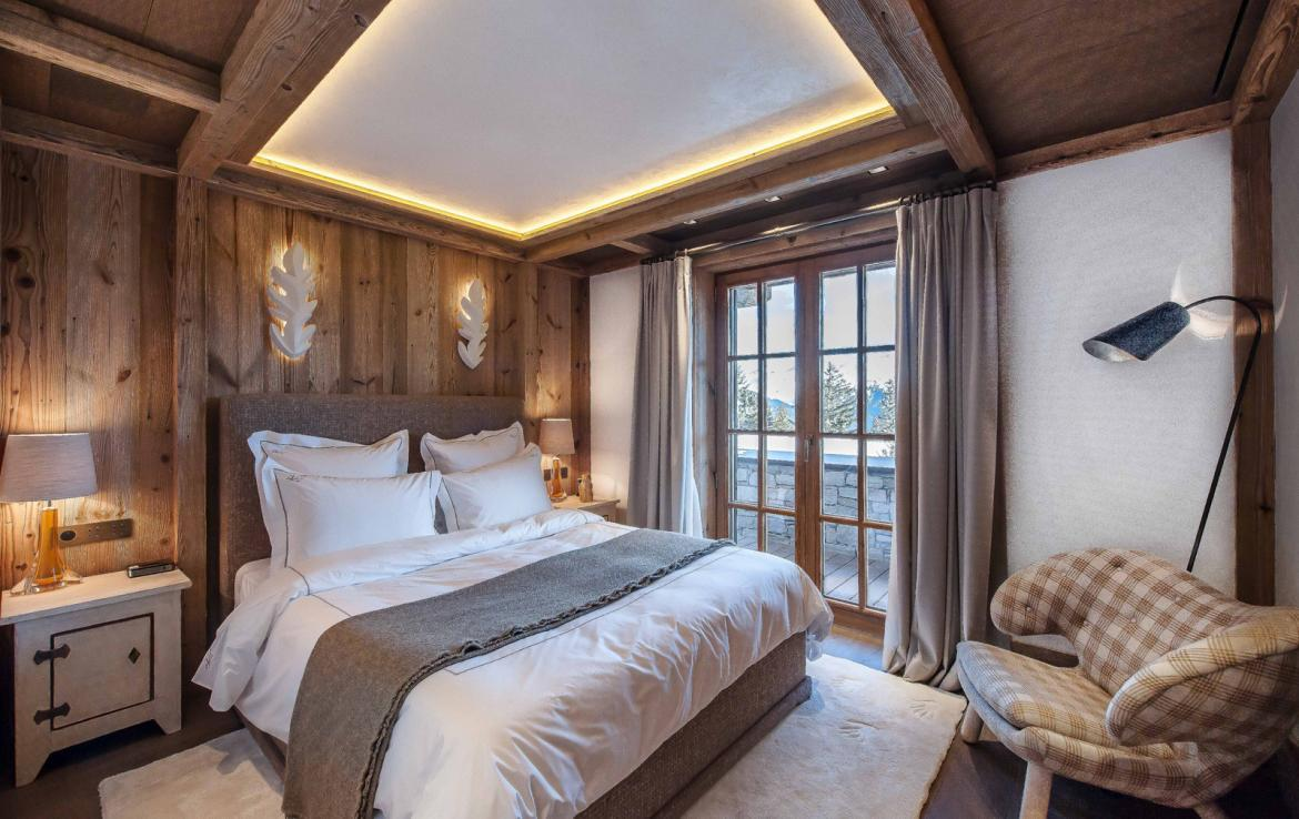 Kings-avenue-courchevel-sauna-jacuzzi-hammam-swimming-pool-gym-boot-heaters-fireplace-ski-in-ski-out-welness-area-bar-massage-room-lift-area-courchevel-024-11