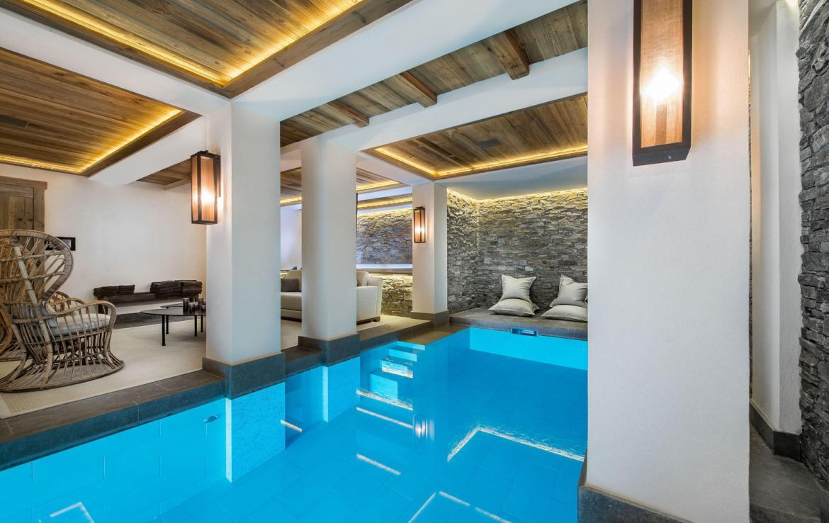 Kings-avenue-courchevel-sauna-jacuzzi-hammam-swimming-pool-gym-boot-heaters-fireplace-ski-in-ski-out-welness-area-bar-massage-room-lift-area-courchevel-024-15
