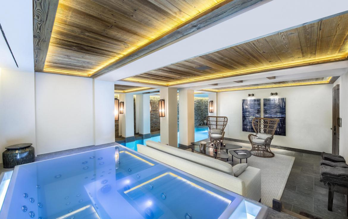 Kings-avenue-courchevel-sauna-jacuzzi-hammam-swimming-pool-gym-boot-heaters-fireplace-ski-in-ski-out-welness-area-bar-massage-room-lift-area-courchevel-024-16