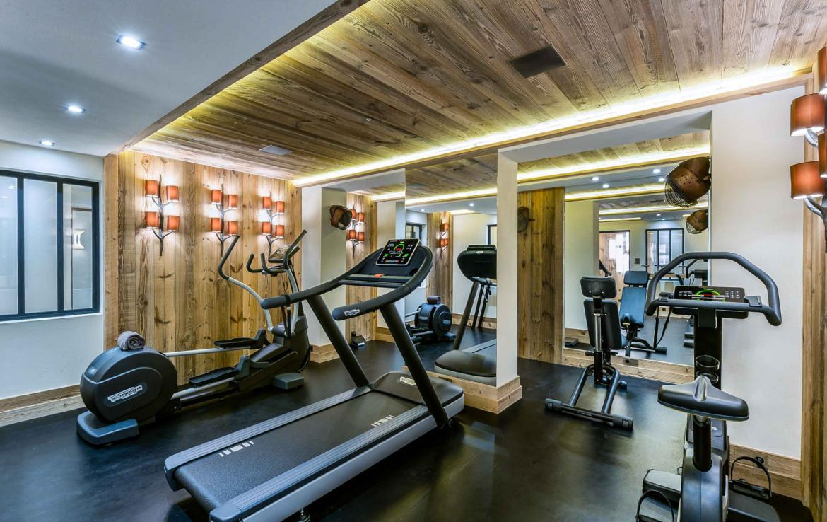 Kings-avenue-courchevel-sauna-jacuzzi-hammam-swimming-pool-gym-boot-heaters-fireplace-ski-in-ski-out-welness-area-bar-massage-room-lift-area-courchevel-024-17