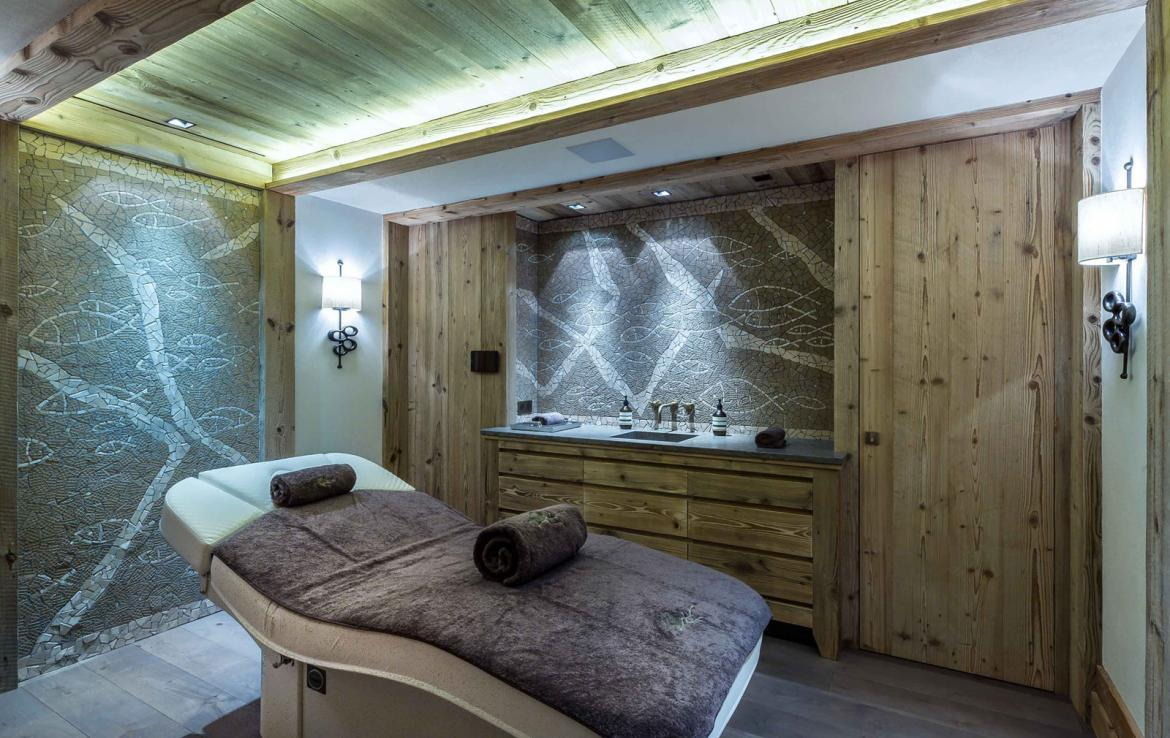 Kings-avenue-courchevel-sauna-jacuzzi-hammam-swimming-pool-gym-boot-heaters-fireplace-ski-in-ski-out-welness-area-bar-massage-room-lift-area-courchevel-024-18