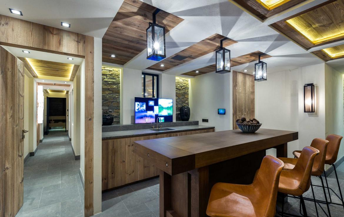 Kings-avenue-courchevel-sauna-jacuzzi-hammam-swimming-pool-gym-boot-heaters-fireplace-ski-in-ski-out-welness-area-bar-massage-room-lift-area-courchevel-024-19