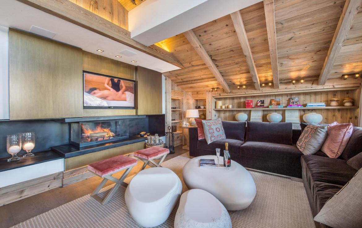 Kings-avenue-courchevel-sauna-jacuzzi-hammam-swimming-pool-gym-boot-heaters-fireplace-ski-in-ski-out-welness-area-bar-massage-room-lift-area-courchevel-024-2