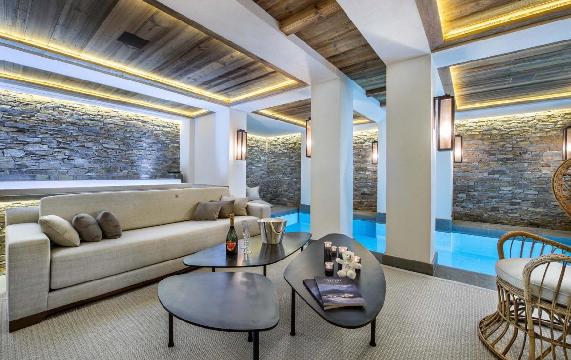 Kings-avenue-courchevel-sauna-jacuzzi-hammam-swimming-pool-gym-boot-heaters-fireplace-ski-in-ski-out-welness-area-bar-massage-room-lift-area-courchevel-024-20