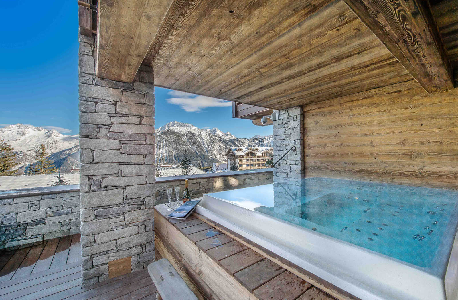 Kings-avenue-courchevel-sauna-jacuzzi-hammam-swimming-pool-gym-boot-heaters-fireplace-ski-in-ski-out-welness-area-bar-massage-room-lift-area-courchevel-024-6