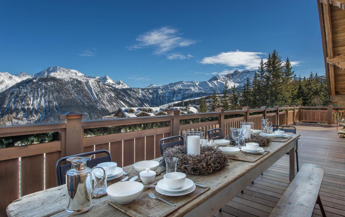 Kings-avenue-courchevel-sauna-jacuzzi-hammam-swimming-pool-gym-boot-heaters-fireplace-ski-in-ski-out-welness-area-bar-massage-room-lift-area-courchevel-024-7