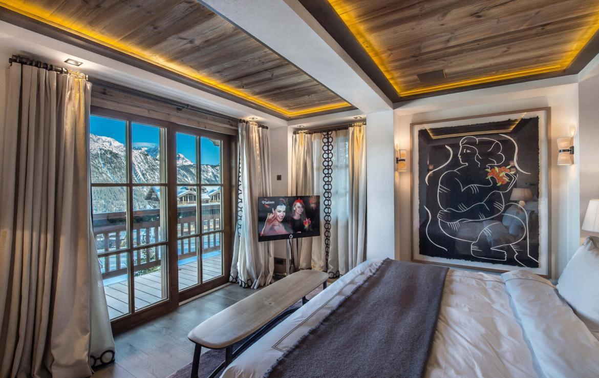 Kings-avenue-courchevel-sauna-jacuzzi-hammam-swimming-pool-gym-boot-heaters-fireplace-ski-in-ski-out-welness-area-bar-massage-room-lift-area-courchevel-024-8