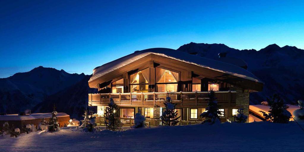 Kings-avenue-courchevel-sauna-jacuzzi-hammam-swimming-pool-parking-cinema-gym-boot-heaters-fireplace-ski-in-ski-out-wine-cellar-area-courchevel-002